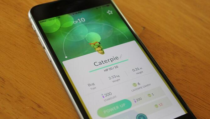 pokemon-go-caterpie-ios.jpg